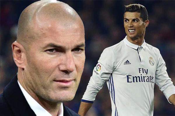 استبعد مدرب ريال مدريد الفرنسي زين الدين زيدان بشكل قاطع رحيل نجمه الدولي البرتغالي كريستيانو رونالدو