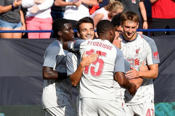 اكتسح ليفربول الإنكليزي مواطنه مانشستر يونايتد 4-1