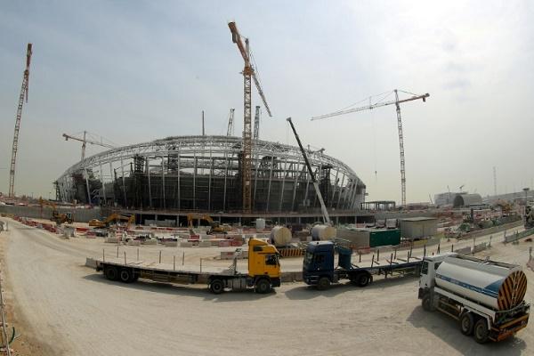صورة ملتقطة في السادس من شباط/فبراير 2018 لورشة بناء استاد الوكرة