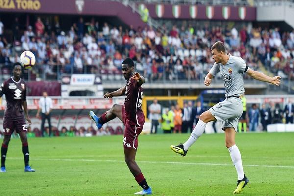 روما يبدأ الموسم بفوز قاتل على تورينو في الدوري الإيطالي