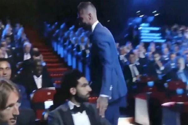 محمد صلاح يتجاهل راموس في حفل جوائز الاتحاد الأوروبي