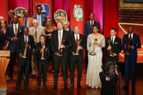 صورة تذكارية للمنضمين الجدد الى قاعة مشاهير كرة السلة الأميركية، في السابع من أيلول/سبتمبر 2018.