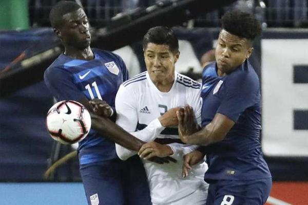 فاز المنتخب الأميركي لكرة القدم على نظيره المكسيكي