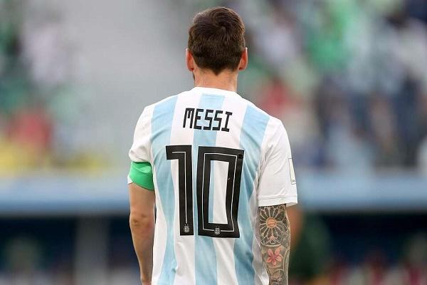الأرجنتين تحجب قميص ميسي .. والقرار يثير غضب روميرو