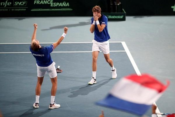 فرنسا تبلغ نهائي كأس ديفيس