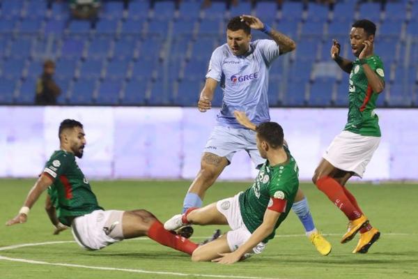 تصدر الاتفاق الدوري السعودي لكرة القدم مؤقتا بفوزه المثير على ضيفه الباطن 3-2