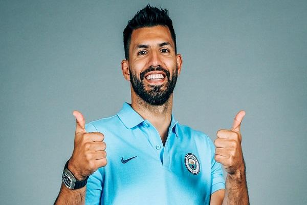 مانشستر سيتي يمدد عقد هدافه أغويرو
