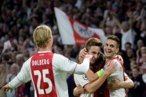 أياكس يكرم وفادة أيك أثينا بثلاثية في دوري أبطال أوروبا