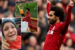 أثار اللاعب الدولي المصري محمد صلاح إعجاب الملايين من محبيه عبر العالم، بما فعله تجاه طفل في المدرجات