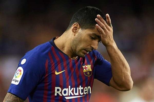 سواريز سيبقى في برشلونة خلال الاستراحة الدولية لعلاج آلام الركبة