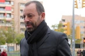 الرئيس السابق لنادي برشلونة الإسباني ساندرو روسيل سيحاكم بتهم تبييض الأموال
