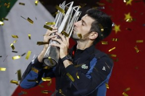 ديوكوفيتش يحرز لقبه الرابع في دورة شنغهاي ويدنو من المركز الأول عالميا