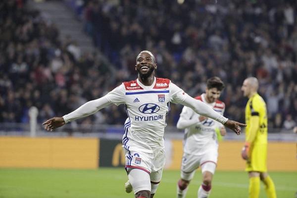 ليون يتخطى نيم ويصعد إلى المركز الثالث في الدوري الفرنسي