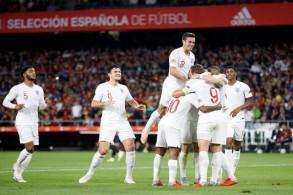 إنكلترا تثأر من إسبانيا وتنعش آمالها