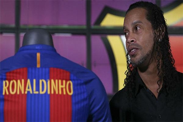 برشلونة ينتقد رونالدينيو ويرد على هجوم مارادونا على ميسي