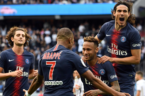 يبتعد باريس سان جرمان، صاحب العلامة الكاملة في المراحل الـ11 التي لعبها حتى الآن، بفارق 8 نقاط أمام ليل