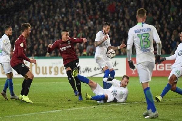 هانوفر يهزم فولفسبورغ ليحقق فوزه الثاني في الدوري الألماني