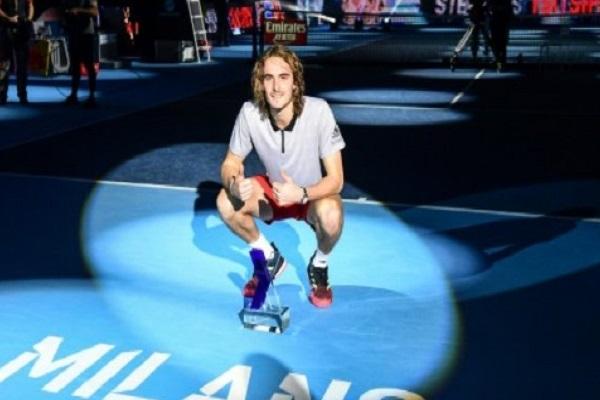 اليوناني تسيتسيباس يتوج ببطولة اللاعبين الشبان في كرة المضرب
