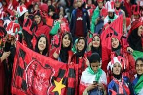 مشجعات لفريق بيرسيبوليس يحضرن إياب الدور النهائي لدوري أبطال آسيا في طهران