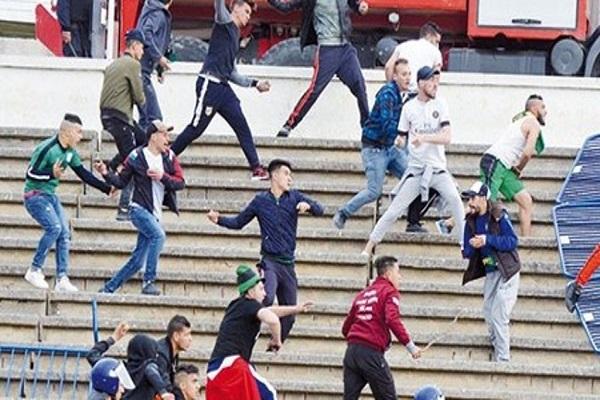إصابة 10 شرطيين وتوقيف 30 شخصا بعد شغب أعقب مباراة في الدوري الجزائري
