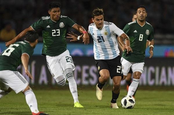 ديبالا يقود الأرجنتين إلى الفوز على المكسيك