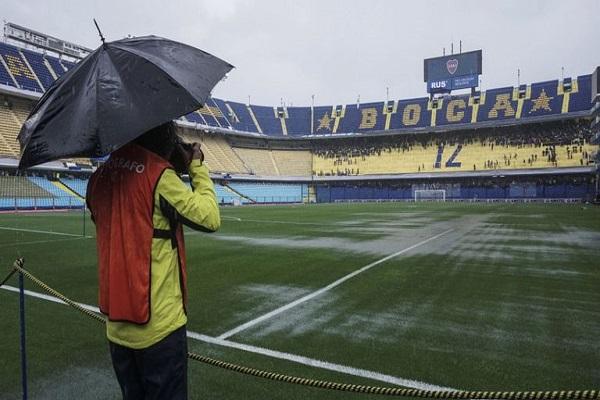 المباراة تأجلت عن موعدها السبت بسبب غزارة الأمطار