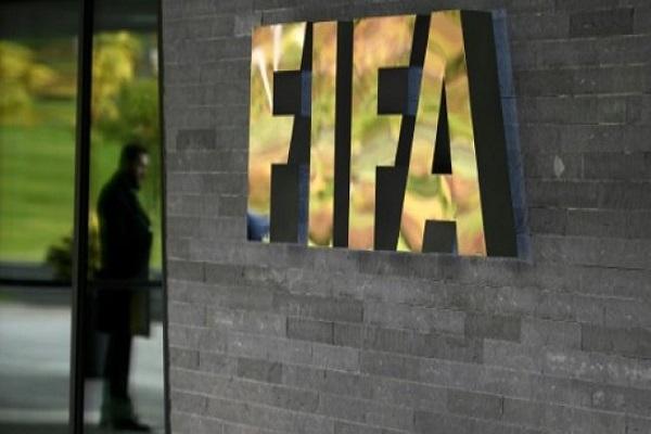 مدخل مقر الاتحاد الدولي لكرة القدم (فيفا) في مدينة زوريخ السويسرية