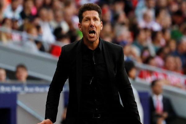 سيميوني سيلاقي مسؤولي أتلتيكو مدريد لتمديد عقده