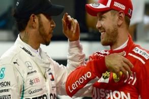 هاميلتون وفيتل يظهران الاحترام المتبادل رغم حدة المنافسة بتبادلهما الخوذ