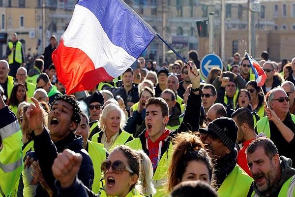تأجيل 4 مباريات بالدوري الفرنسي بسبب احتجاجات اصحاب