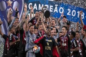 أتلتيكو باراناينسي يحرز اللقب الدولي الأول في تاريخه