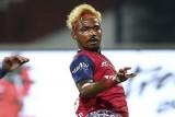 لاعب هندي دخل تاريخ بلاده وخرج منه بعد شهرين !