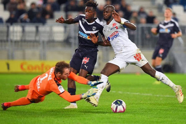 أميان يخرج من دائرة الهبوط بتعادل مع بوردو في الدوري الفرنسي