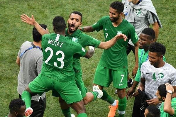 السعودية لفك نحس المباريات الافتتاحية