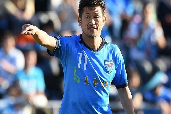 الياباني ميورا، 52 عاما، يمدد عقده مع ناديه موسما إضافيا