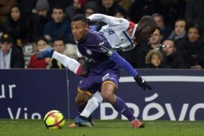 ليون يواصل نزيف النقاط في الدوري الفرنسي