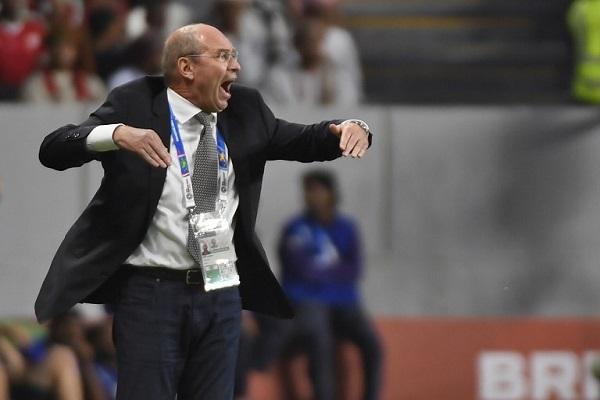 مدرب عمان منزعج لعدم مشاهدة المباريات عبر الشاشة