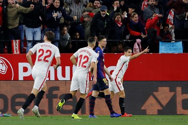 أشبيلية يفك عقدته على أرضه أمام برشلونة ويسقطه بثنائية في كأس إسبانيا