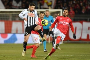 فوز منطقي لنيم على أنجيه ينقله إلى المركز العاشر في الدوري الفرنسي