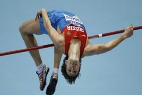 صورة أرشيفية للروسي ايفان أوخوف خلال مشاركته في مسابقة الوثب العالي خلال بطولة العالم لألعاب القوى