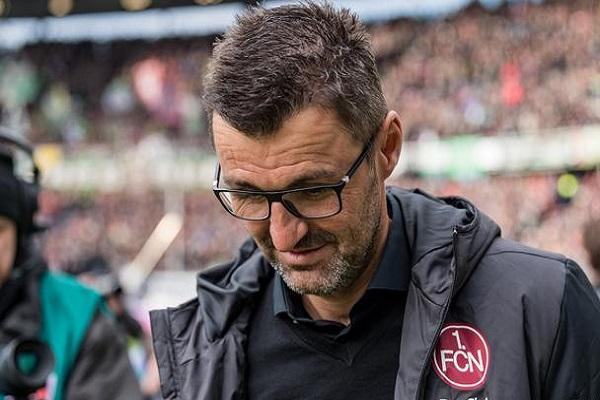 نورمبرغ يقيل مدربه ومديره الرياضي