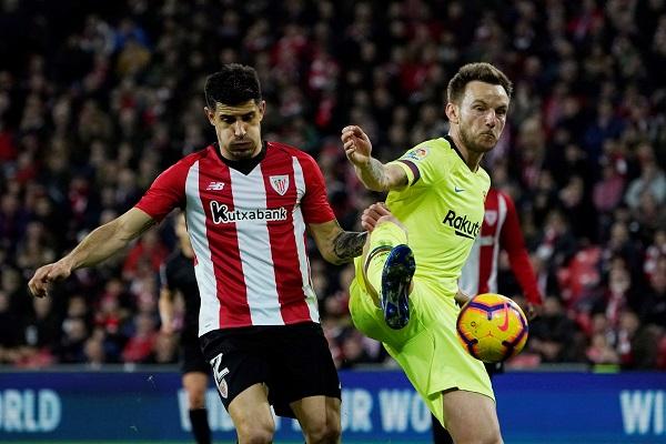 برشلونة يواصل نزيف النقاط ويحيي آمال غريمه ريال