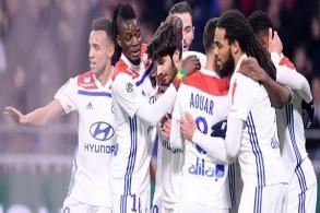 ليون يستعيد التوازن في الدوري الفرنسي قبل استضافة برشلونة
