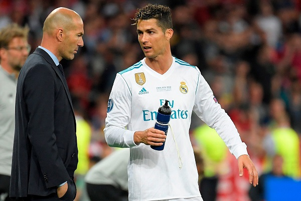 رئيس ريال مدريد السابق يكشف أسباب رحيل رونالدو وزيدان