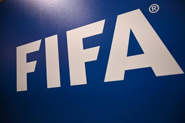صورة تظهر شعار الاتحاد الدولي لكرة القدم