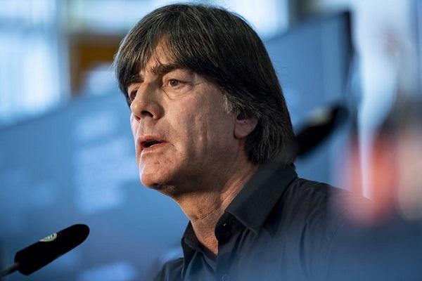 يراهن يواكيم لوف مدرب المنتخب الألماني لكرة القدم على الشباب في تصفيات كأس أوروبا