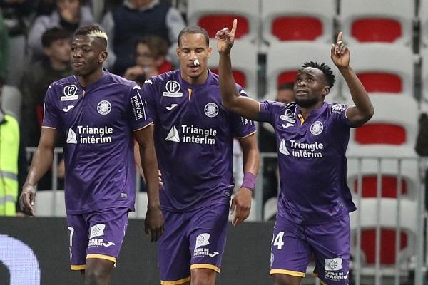تولوز يعود بنقطة ثمينة من ملعب نيس في الدوري الفرنسي