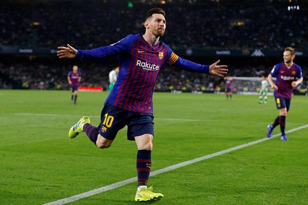 برشلونة يمضي بثبات نحو اللقب بثلاثية رائعة لميسي