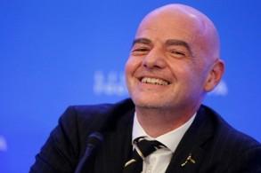 يؤيد رئيس الاتحاد الدولي لكرة القدم جاني إنفانتينو زيادة عدد المنتخبات في مونديال قطر