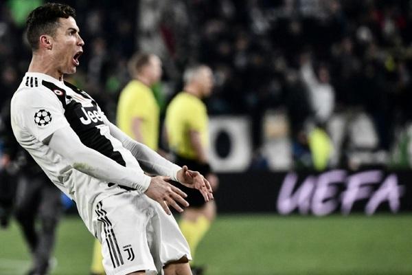 البرتغالي كريستيانو رونالدو يحتفل بتسجيل هدف لفريقه يوفنتوس في مرمى أتلتيكو مدريد